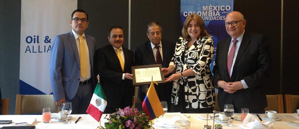 Desayuno Conferencia con el Embajador Víctor Hugo Morales, Secretaría de Relaciones Exteriores y firma de convenio con Oil & Gas. 1 de septiembre 2017