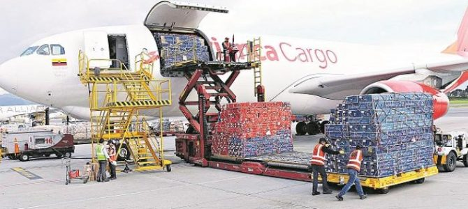 Colombia reiniciaría vuelos internacionales; incluye a México.